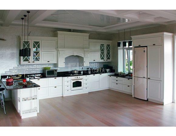 Кухонный гарнитур для частного дома длиной 10,5 метров
