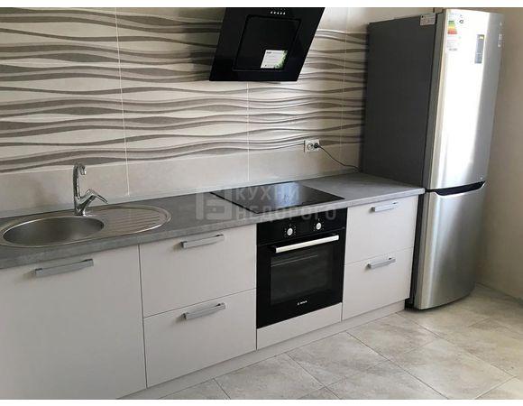 Кухня в современном стиле без верхних шкафов