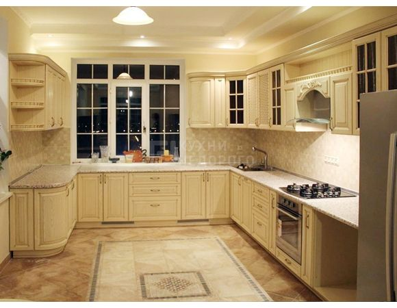 Кухонный гарнитур для частного дома длиной 7 метров