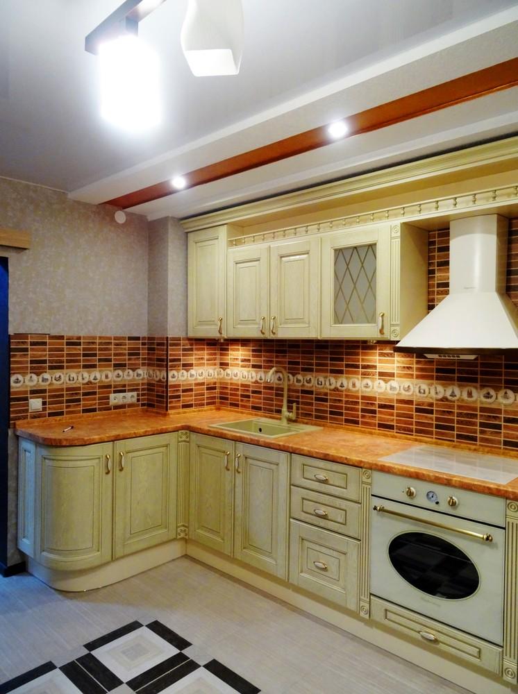 Угловая светлая кухня МДФ в эмали 301