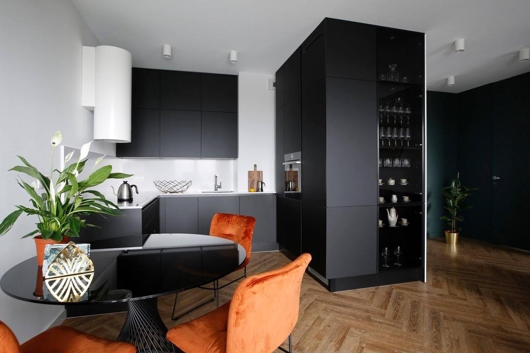 П-образная  темная кухня из пластика 602
