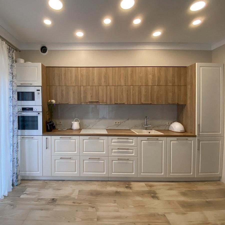 прямая светлая кухня МДФ в ПВХ 588