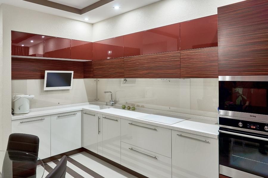 Маленькая прямая  темная кухня МДФ в ПВХ 17 с барной стойкой