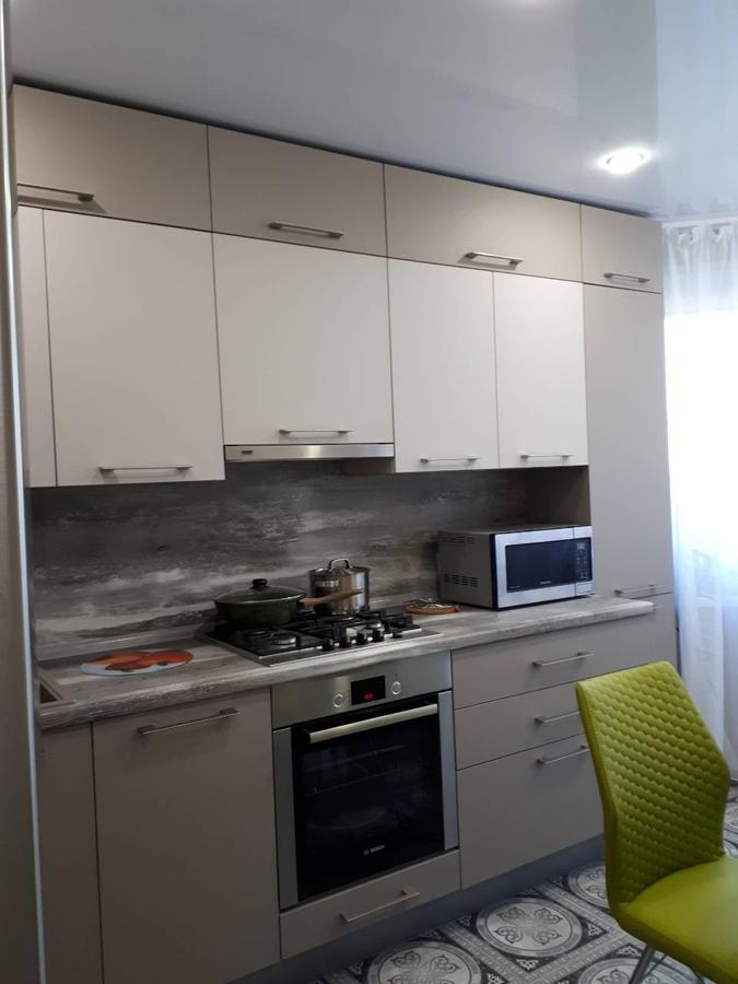 маленькая прямая светлая кухня из ЛДСП 492