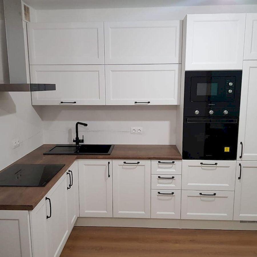 Угловая светлая кухня МДФ в эмали 674