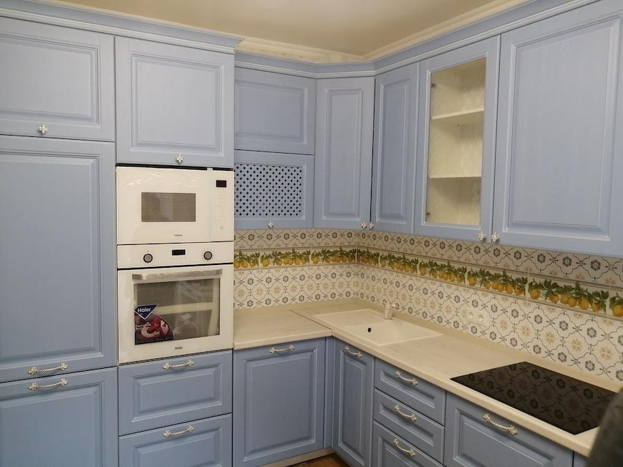 Угловая светлая кухня МДФ в эмали 582