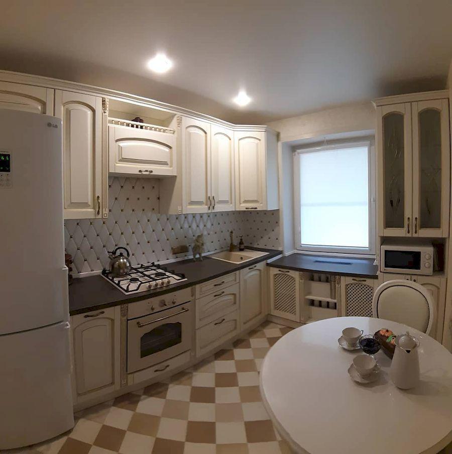 Угловая светлая кухня МДФ в эмали 656