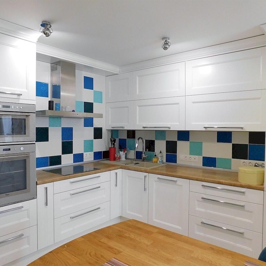 Угловая светлая кухня МДФ в эмали 591