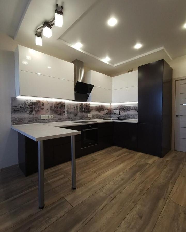 светлая кухня МДФ в пленке ПВХ 93 с барной стойкой
