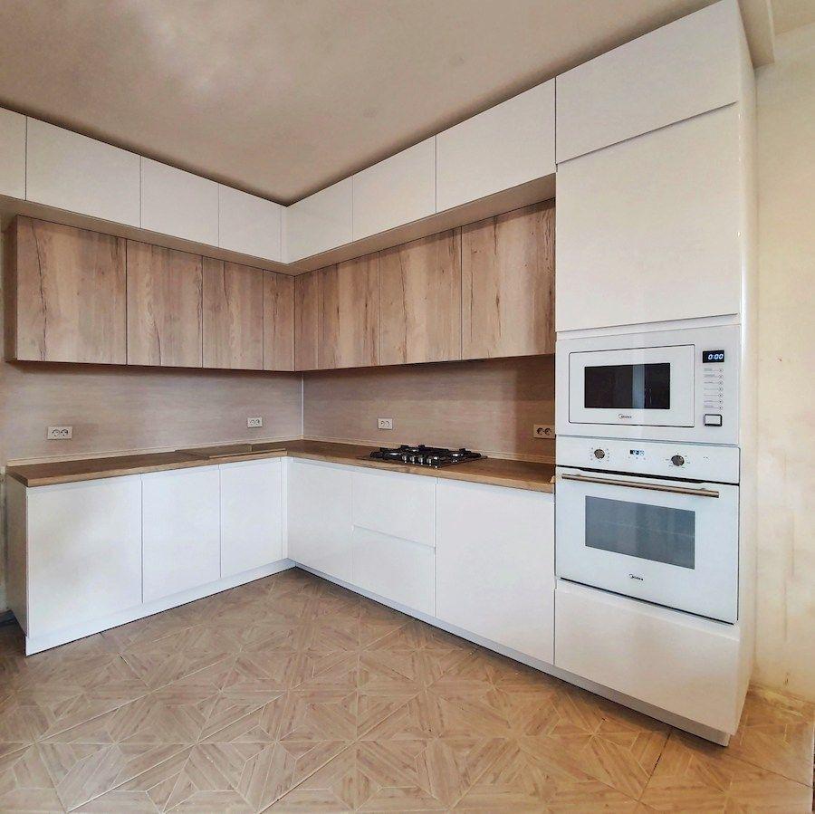 Угловая светлая кухня МДФ в эмали 543