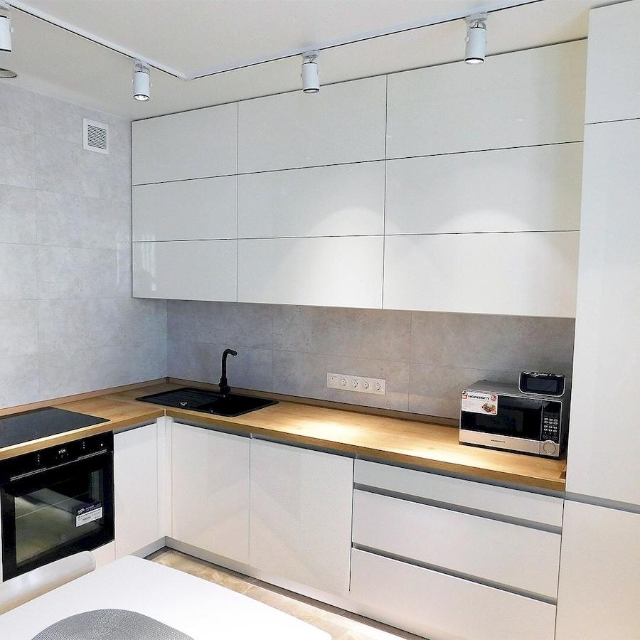Угловая светлая кухня МДФ в эмали 593