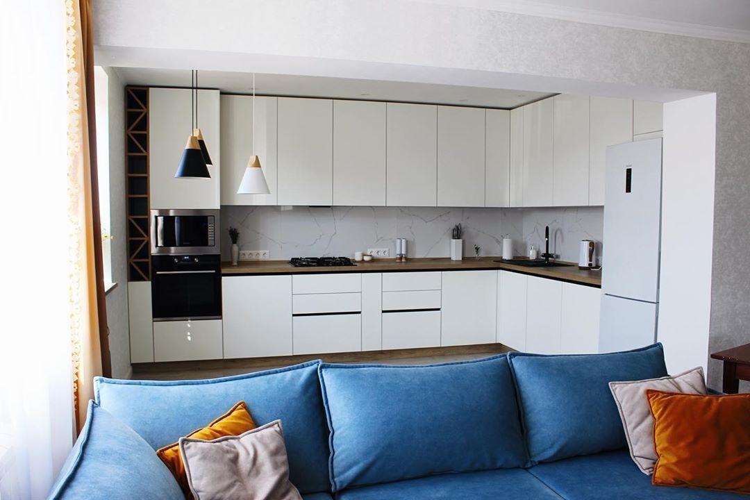 Угловая светлая кухня МДФ в эмали 616