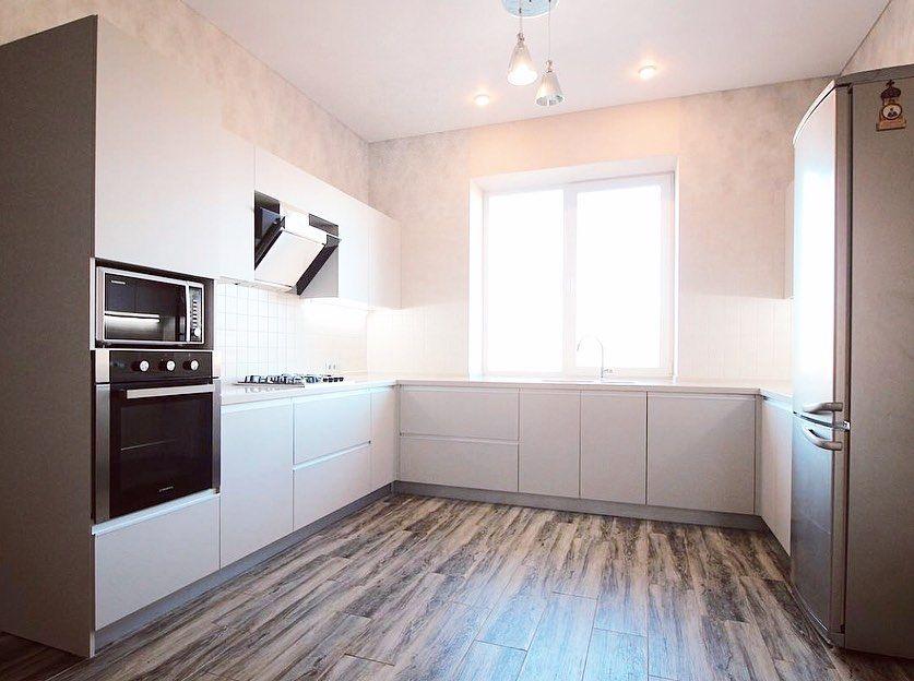 П-образная светлая кухня из пластика 665