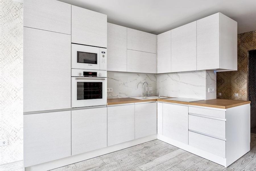 Угловая светлая кухня из ЛДСП 583