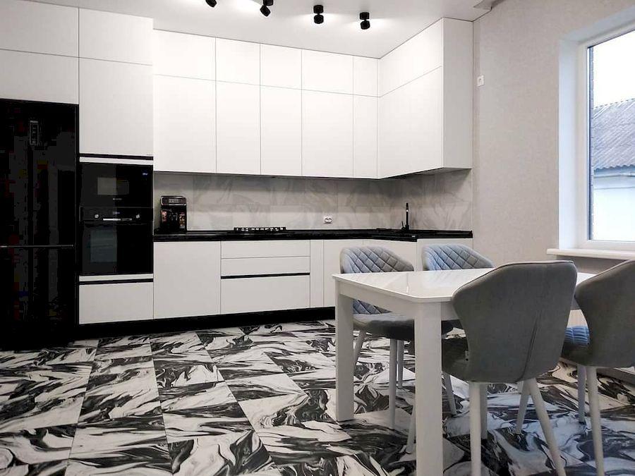 Угловая светлая кухня МДФ в ПВХ 639